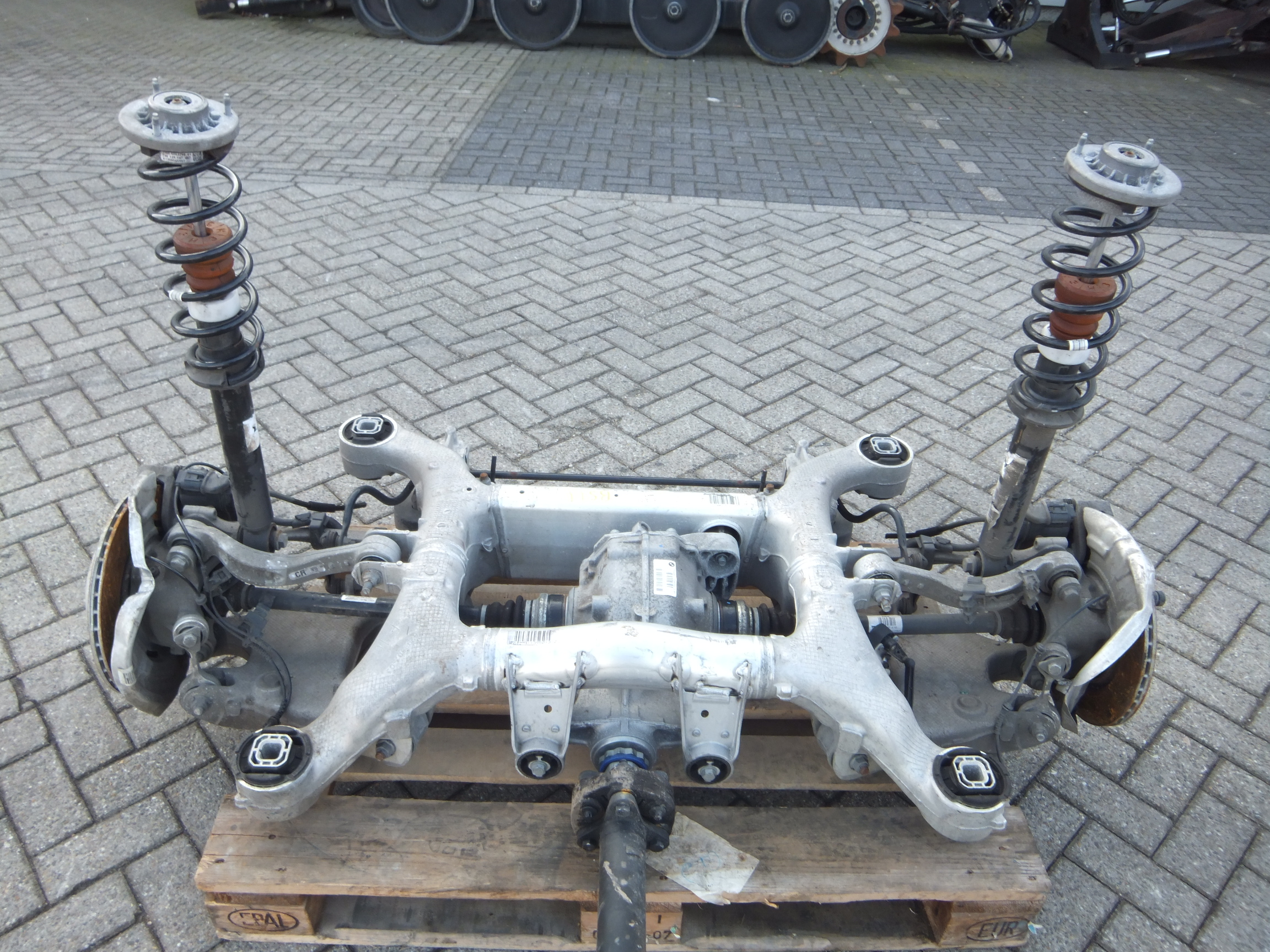 BMW 520D F10 REAR AXLE CARRIER 6798545 COMPLETE WITH DIFFERENTIAL 7584450 SUSPENSION AXLES 09-2013